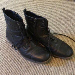 Kohl's black boots. Men's size 9 medium.